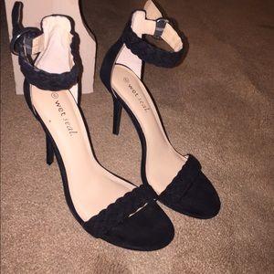 Braided strappy heels / pumps